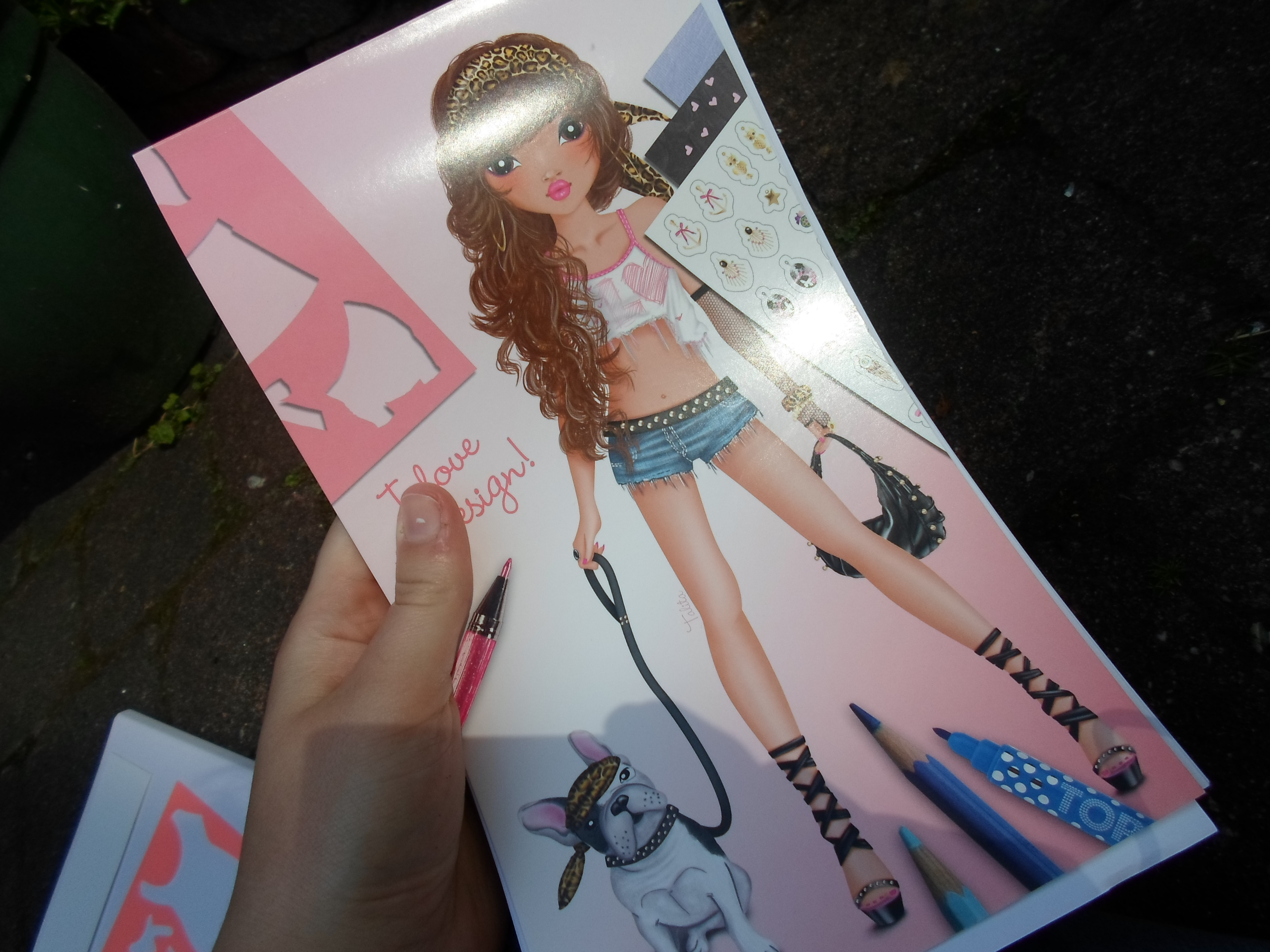 ... in met 'naakte' lichamen. Daar kun de dan kleding omheen tekenen: glowofbeauty.nl/creativie-inspiratie-top-model-tekenboek