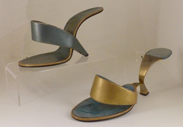 schoenen tentoonstelling kunsthal