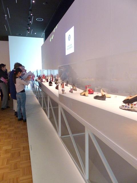 tentoonstelling schoenen kunsthal