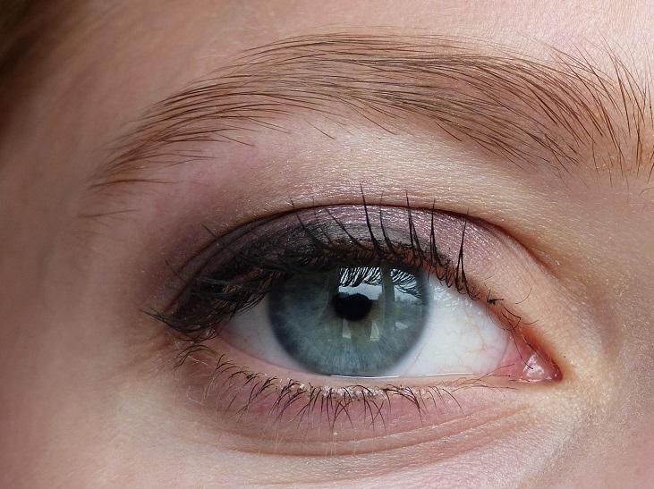 ooglook paarse oogschaduw