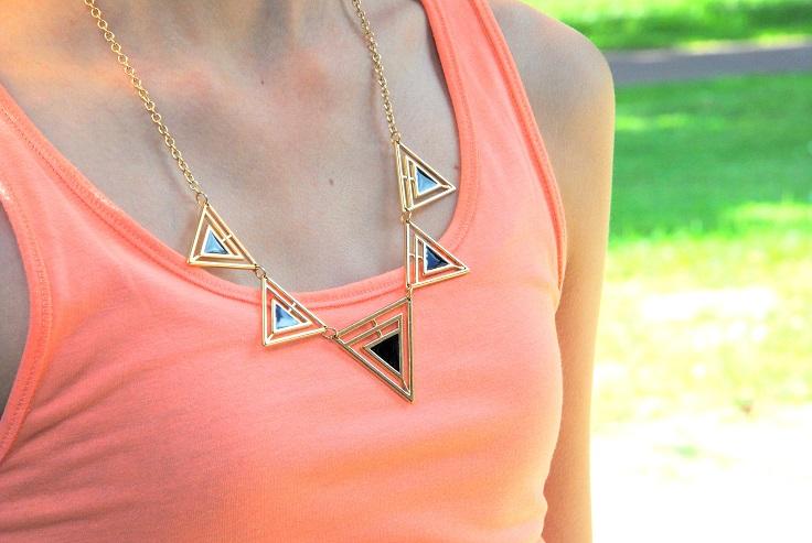 outfit geometrische ketting driehoek