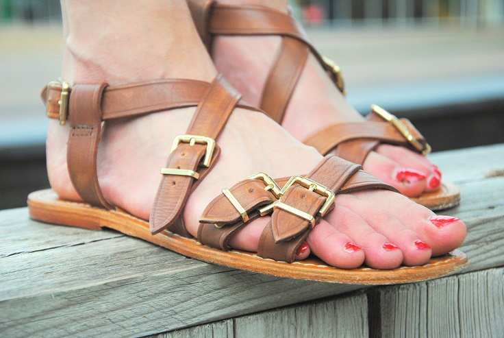 bruine leren sandaaltjes