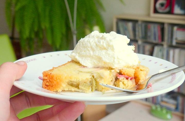 rabarbercake met slagroom zondag