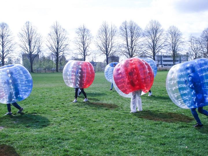 laatste schooldag bubble voetbal