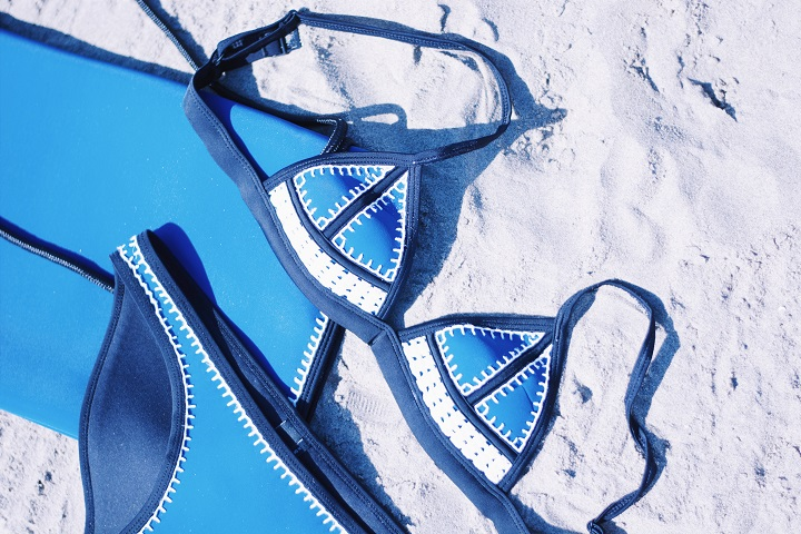 blauwe triangl bikini