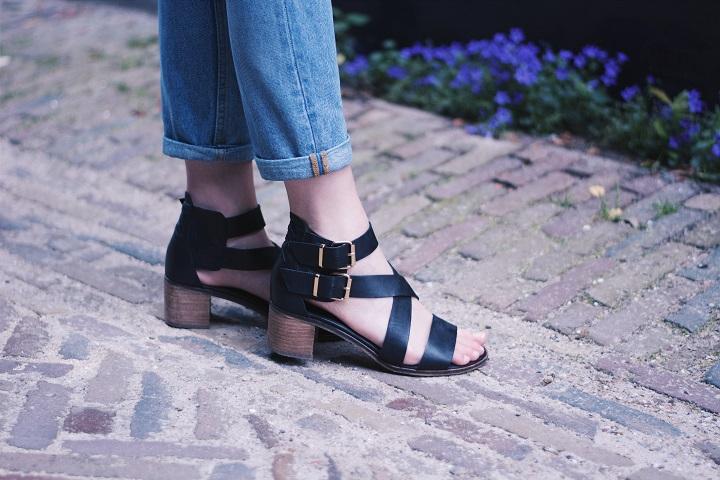 outfit sandalen blokhak