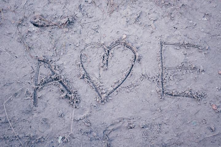 schrijven in het zand