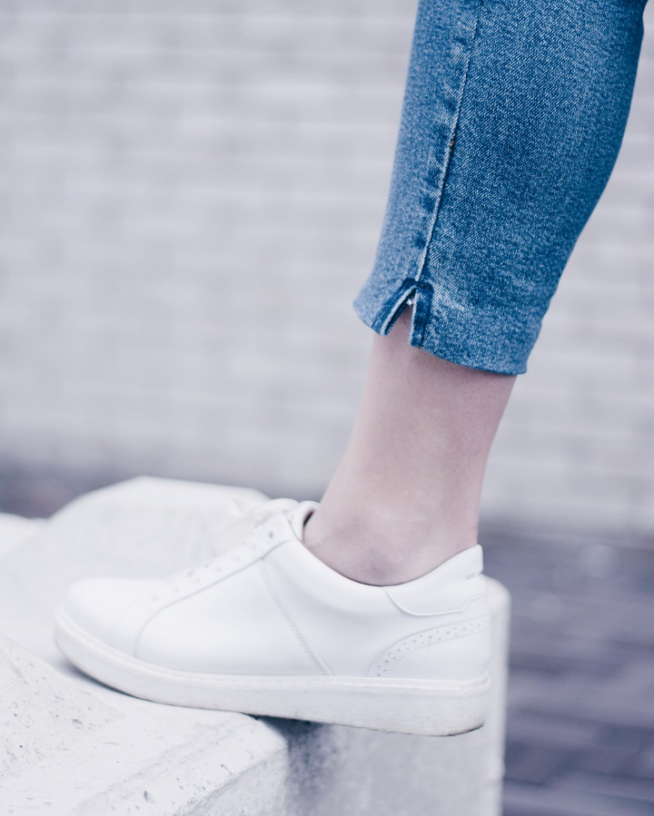 outfit-witte-sneakers